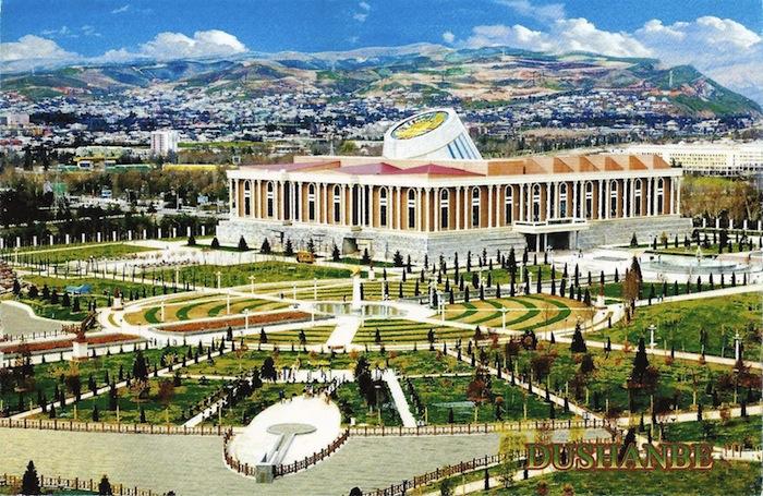 После посадки в аэропорту Душанбе