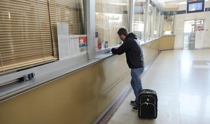 Как обязан перевозчик действовать при задержке рейса