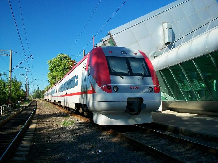 Если ехать до города на поезде