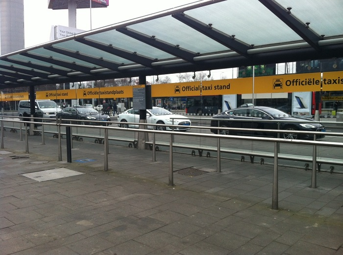 На такси из аэровокзала до центра Амстердама