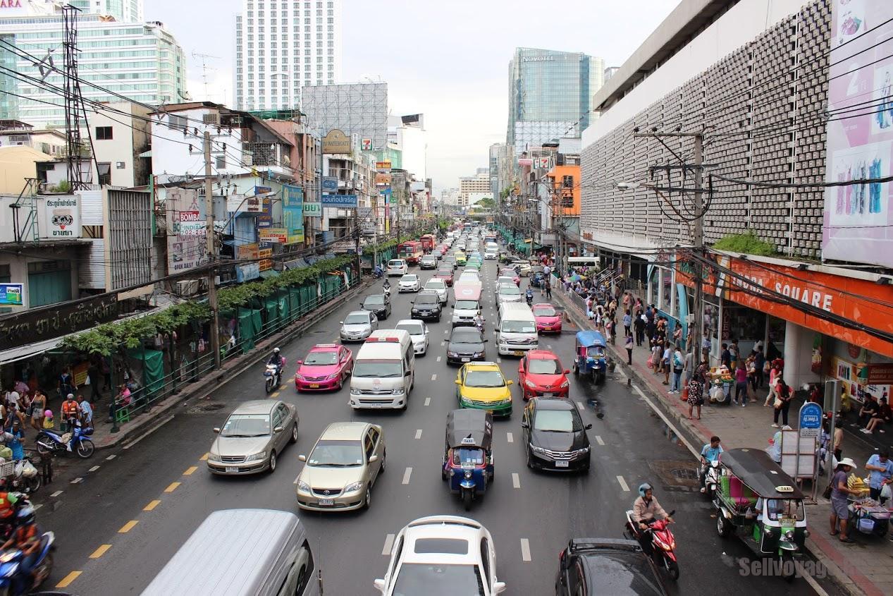 Дорожное движение в центре Бангкока