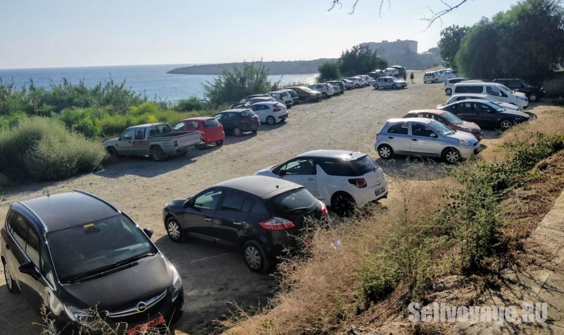 Парковка на Кипре возле одного из пляжей