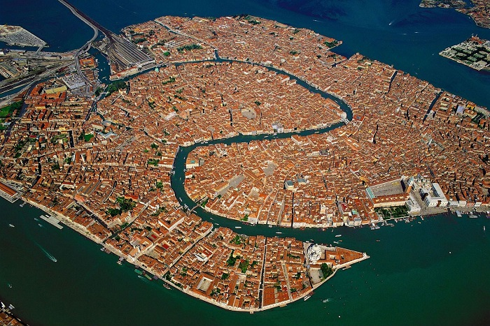 Время полета Москва — Венеция