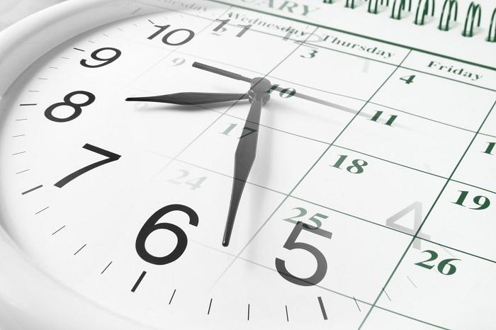 День недели и определенная дата