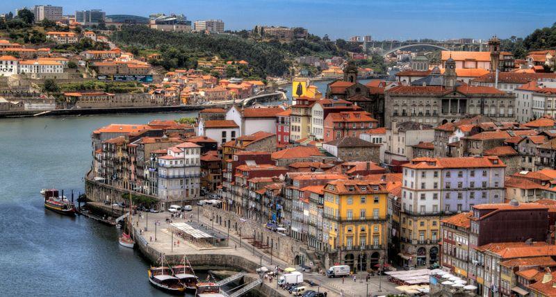 Чем привлекает Португальская Республика?