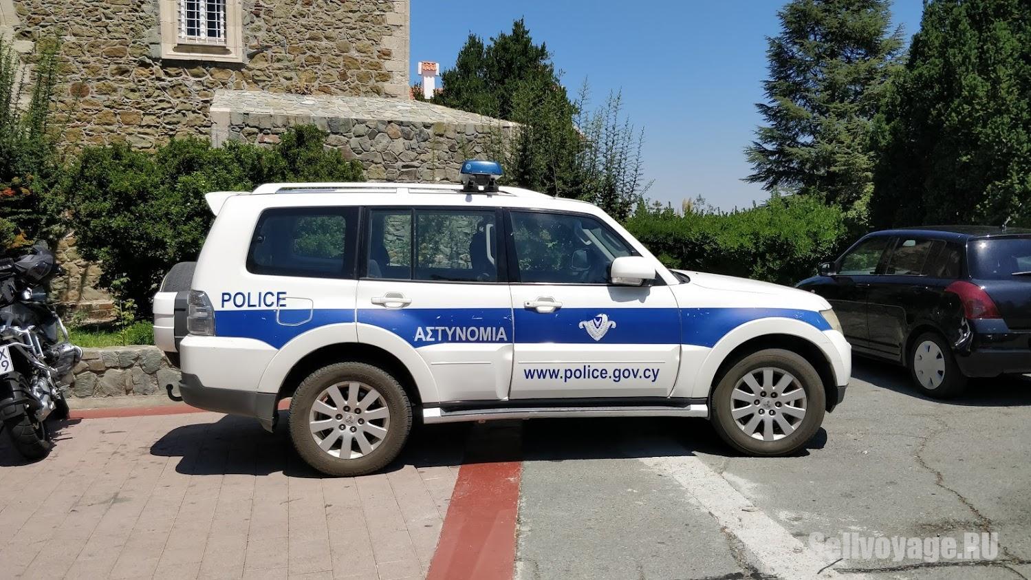 Полицейская машина на Кипре. Для статьи про аренду авто