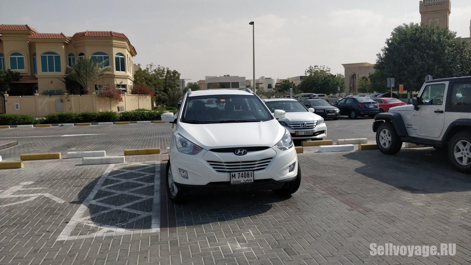 Парковка в Дубае на улице