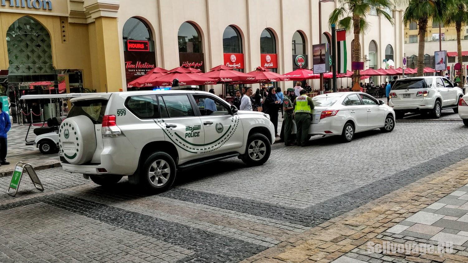 Полицейская машина в Дубае, оформление ДТП